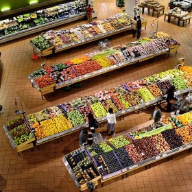 supermarket-shoppers-tescogi